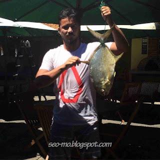 Foto Fathir Muchtar dengan Ikan