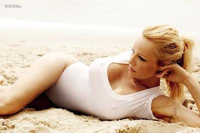 Pamela Anderson na revista Vogue Fotos