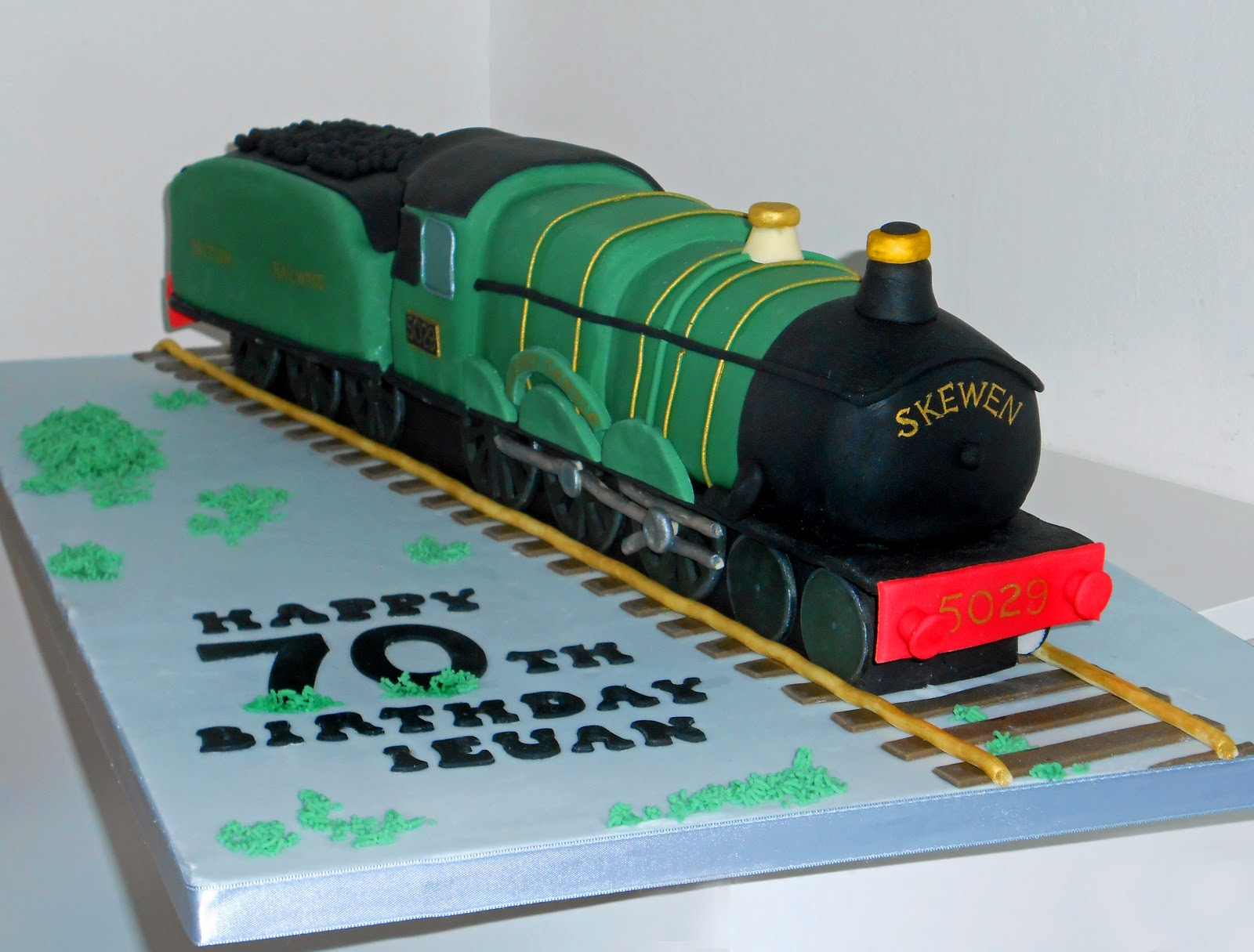 Train Engine Cake Images : The Coloured Bubble Cakery: The Nunney Castle Steam Train