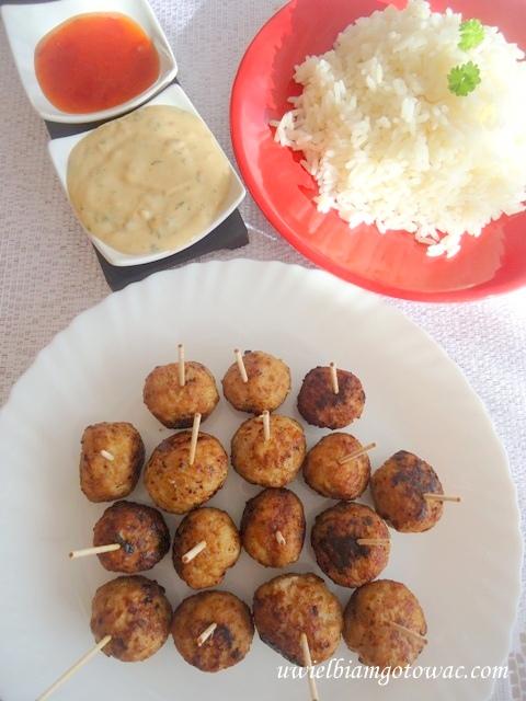 Tajskie kuleczki mięsne z sosem orzechowym