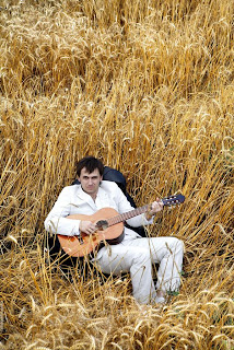 Sanjosex en un campo de trigo
