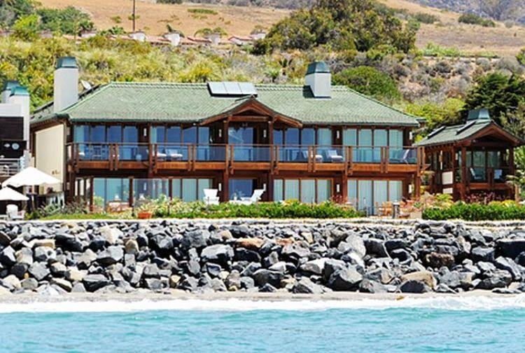 the billionaire of James Bond star took a difficult moment too as Dailymail.co.uk reporting that his 13,000-square-foot Mansion at Malibu, California is being pumped for some serious cash.