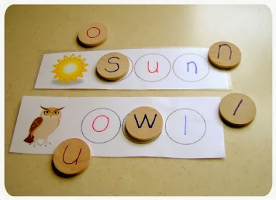 http://thelittlelist.wordpress.com/2010/10/01/project-4-moveable-alphabet-cards/