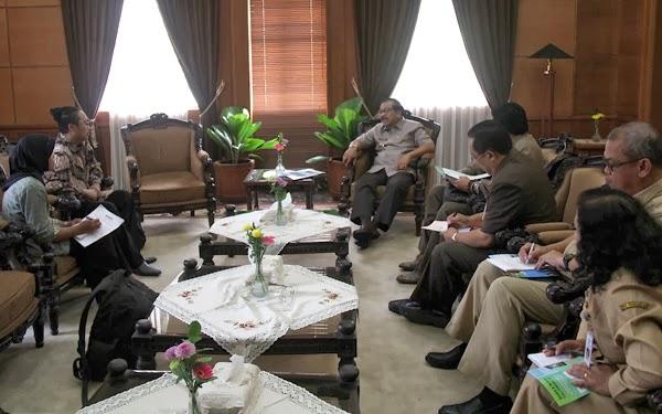 Pertemuan Direksi Dengan Gubernur Jawa  Timur Sukarwo