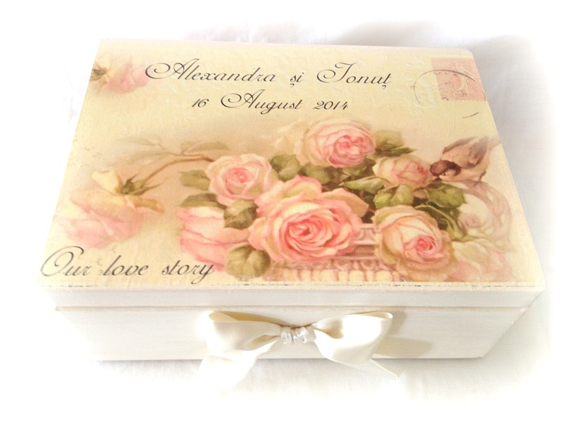 http://le-cose-animate.blogspot.ro/2014/04/birds-and-flowers-wedding-box-cutie-de.html