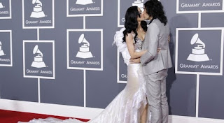 Katy Perry Russel Brand Kissing