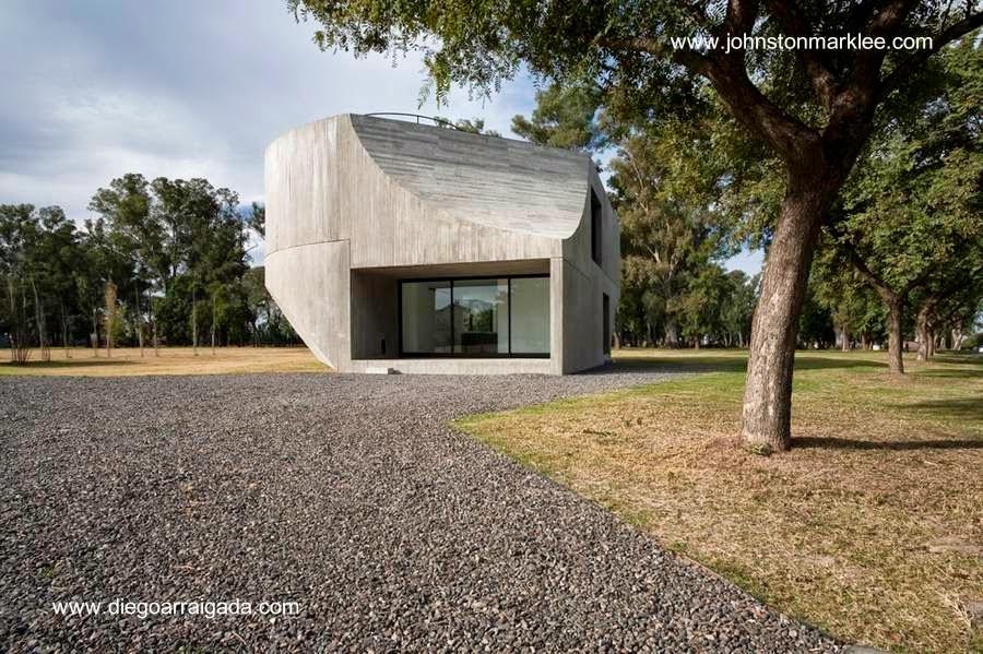 Original casa minimalista de hormigín armado en Argentina