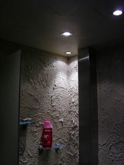 Баня с декоративна иноксова кутия за тръбите 2