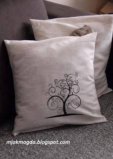 ozdobna ręcznie malowana poduszka poszewka czarny wzór drzewko szczęścia elegancka czarno biała
