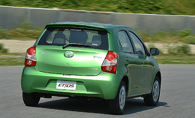 Novo Compacto concorrente do Gol 2013 Toyota Etios Hatch