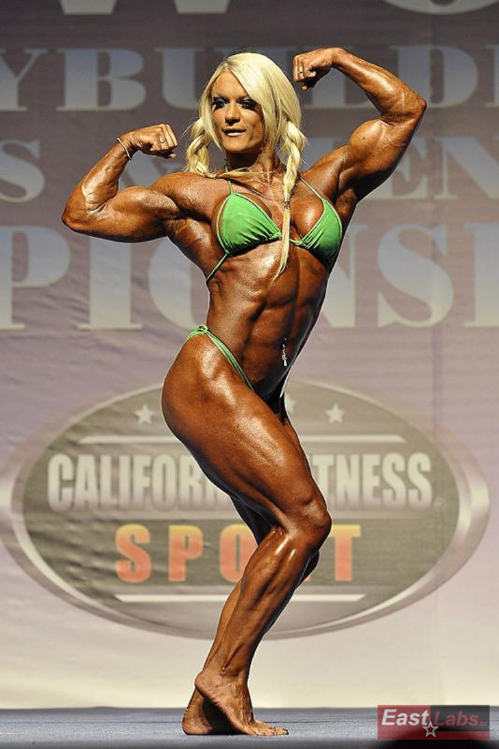 Lisa Cross Flexes Her Shredded Muscles At A Bodybuilding Competition