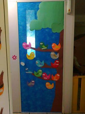 El arte de educar idea para adornar la puerta del aula for Puertas decoradas para guarderia