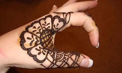Inilah Tips Cara Melukis Henna di Tangan Untuk Pemula