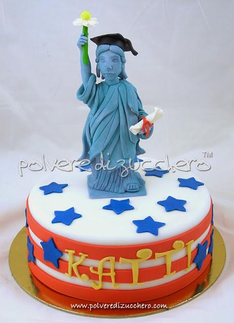 passo a passo statua della libertà in pasta di zucchero per una torta di laurea