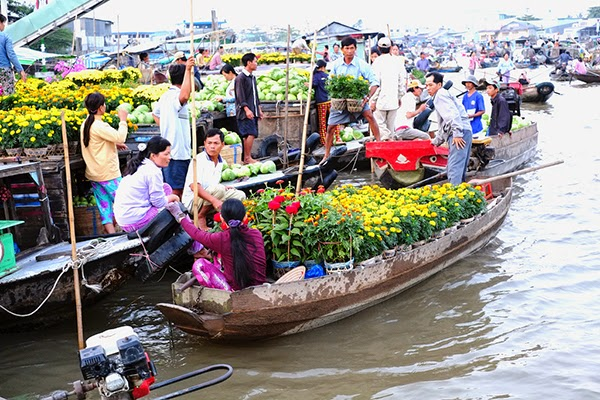 Top 5 attractive floating markets in Mekong Delta/