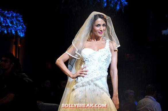 , Malaika Arora Walks The Ramp At Aamby Valley India Bridal Fashion Week 2012