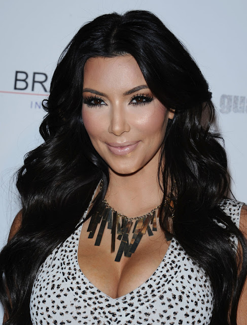 Kim Kardashian, Kim Kardashian outfit, Kim Kardashian statement necklace, Hollywood celebrity statement necklace