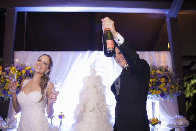 Fotojornalismo, casamento, post patrocinado, tiago galleone, fotos tradicionais, fotos espontâneas, padrinhos, madrinhas, tradicional, noivos, noiva, noivo, mesa do bolo, champanhe, espumante