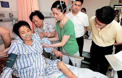 Wu Yuanbi wanita bedah perut sendiri