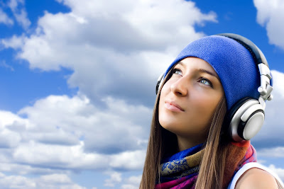Cute Girls With Headphones Wallpapers