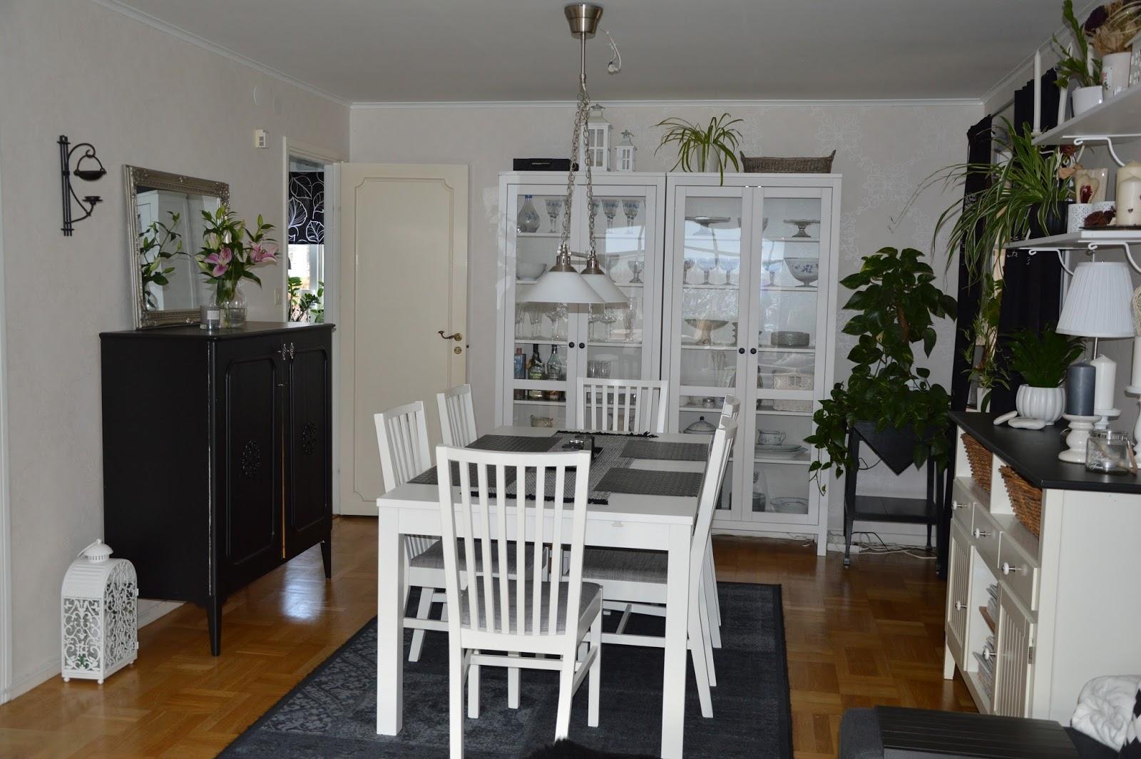 Madickenhuset : Svart och vitt i vardagsrummet