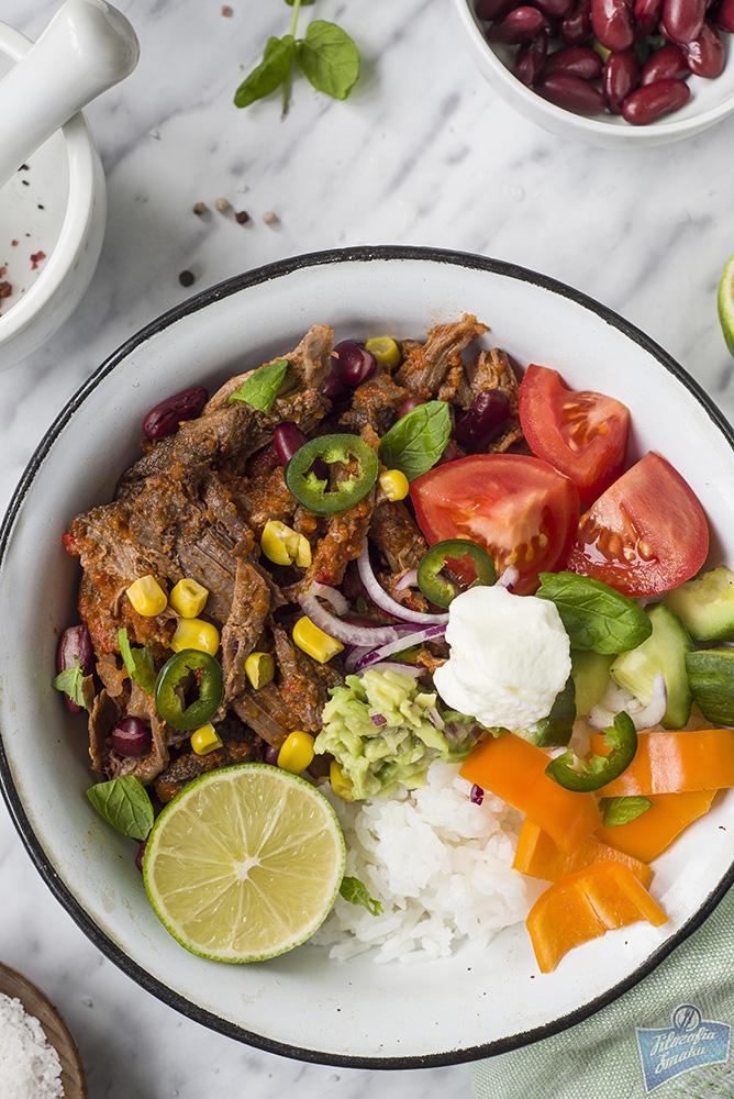 Szarpana wołowina z ryżem i warzywami