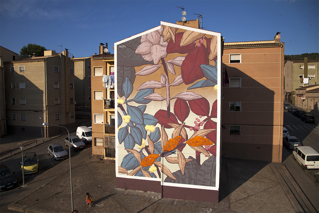 Pastel creates a new mural in girona spain for Clean walls before painting