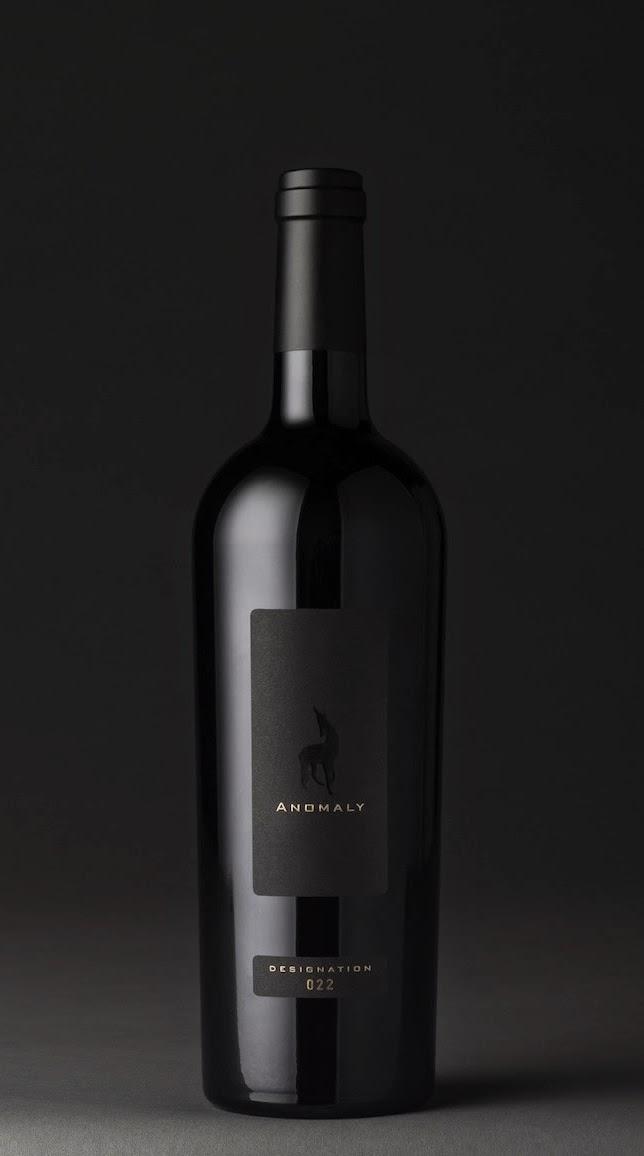bottiglia nero etichetta elegante packaging design naming oro label grafica mktg