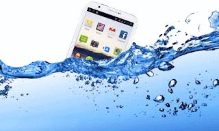 Cara Menyelamatkan HP Yang Terendam Air