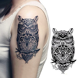 Tatuagem blackwork coruja no braço