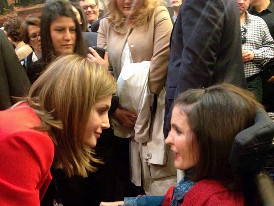 Virginia conversa con Dña. Letizia