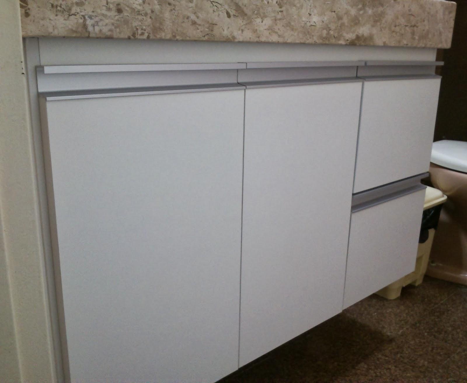 Armário para Banheiro (Padrão Branco) Portas em 18mm Puxadores  #2D2316 1600x1312 Armario Banheiro Aluminio