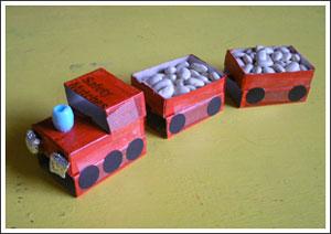 Поезд из спичечных коробков