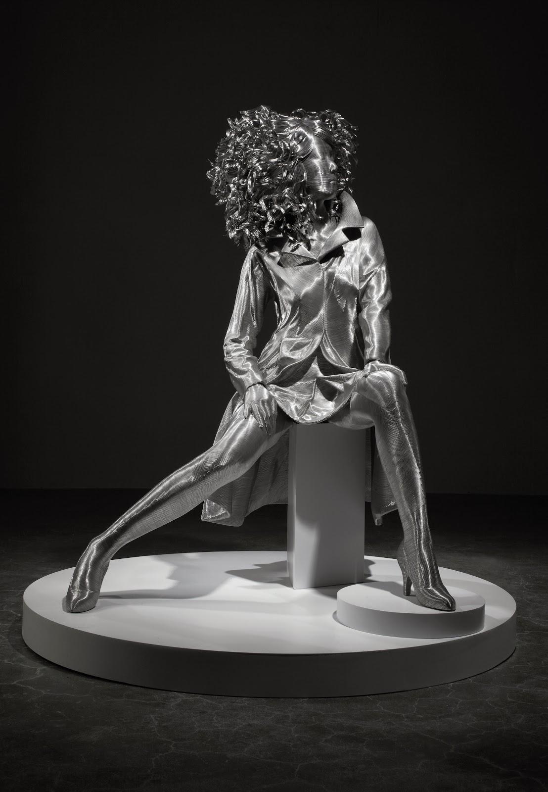 06-Park-Seung-Mo-South-Korean-Artist-&-Sculptor-Wire-Sculpture-www-designstack-co