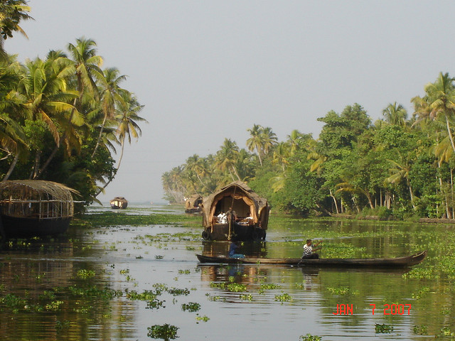 Budget tours of Alappuzha, spend time in kerala