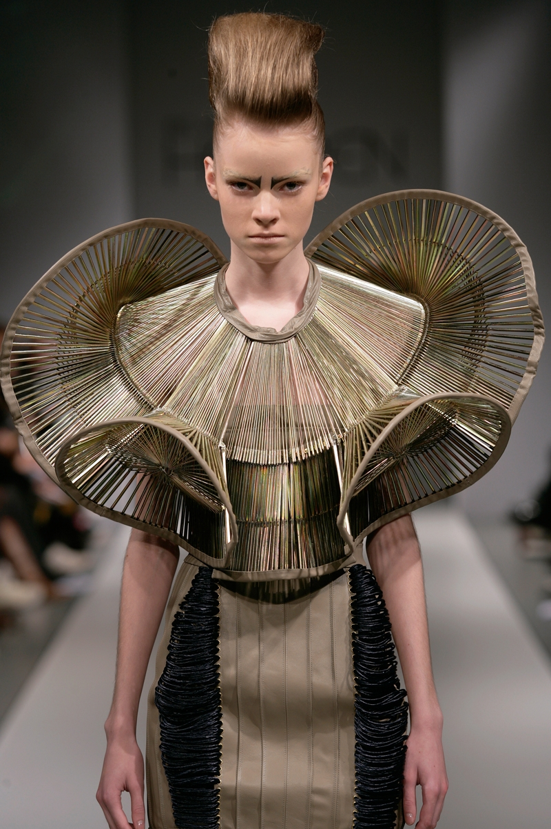 Another day another collar iris van herpen for Couture garments