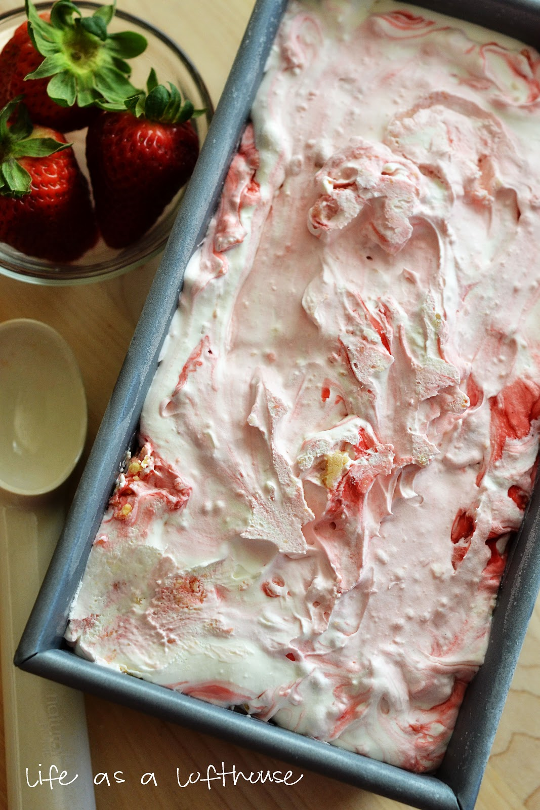Easy Strawberry Cheesecake Ice Cream (no machine required)