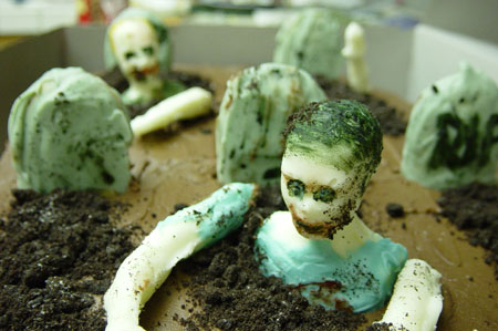 http://3.bp.blogspot.com/-ffnR6wiWJn8/T93cvc7II-I/AAAAAAAAA8A/OwLZC6cGwT8/s1600/zombie_cake_2.jpg