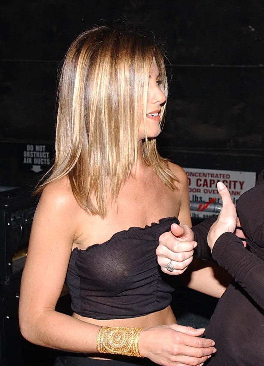 Jennifer Aniston See Nipples
