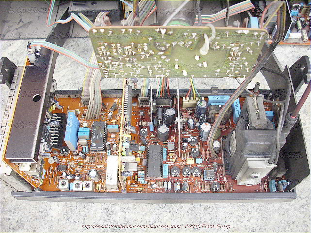 Obsolete Technology Tellye Sony Trinitron Kv 21xrta Chassis Scc Negative Dual Power Supply Circuit Powersupplycircuit In A Switch Mode First Switching Transistor Is Coupled To Primary Winding Of An Isolation Transformer Second