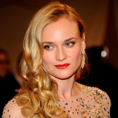 Diane Kruger en photocall con pelo ondulado/ Diane Kruger in photocall with wavy hair