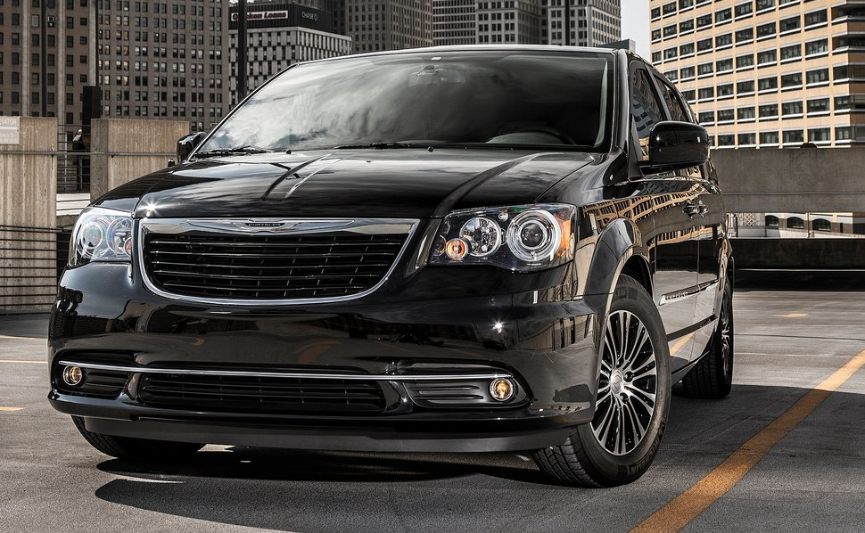 2013 Chrysler Town & Country S black