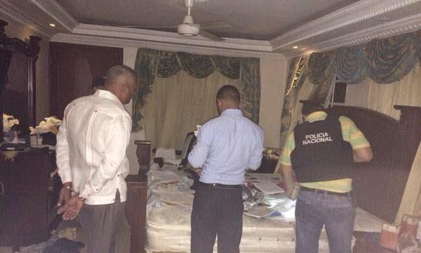 http://www.desafine.net/2015/02/arrestan-al-regidor-acusado-de-encabezar-banda-de-sicarios.html