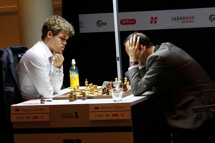 Echecs à Stavanger : Magnus Carlsen (2868) 1/2 Veselin Topalov (2793) © Site officiel