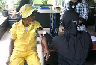 DKPP dan Alumni ESQ Tarakan Gelar Pengobatan Gratis Pasukan Kuning
