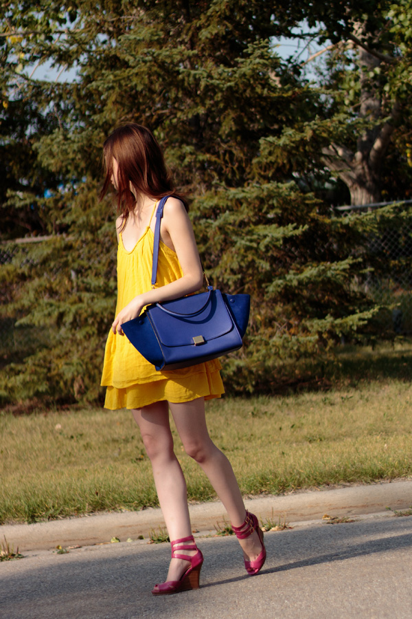 styling bright colours, bright dress, yellow dress, indigo celine, summer outfit, summer style, calgary fashion blogger, trapeze dress