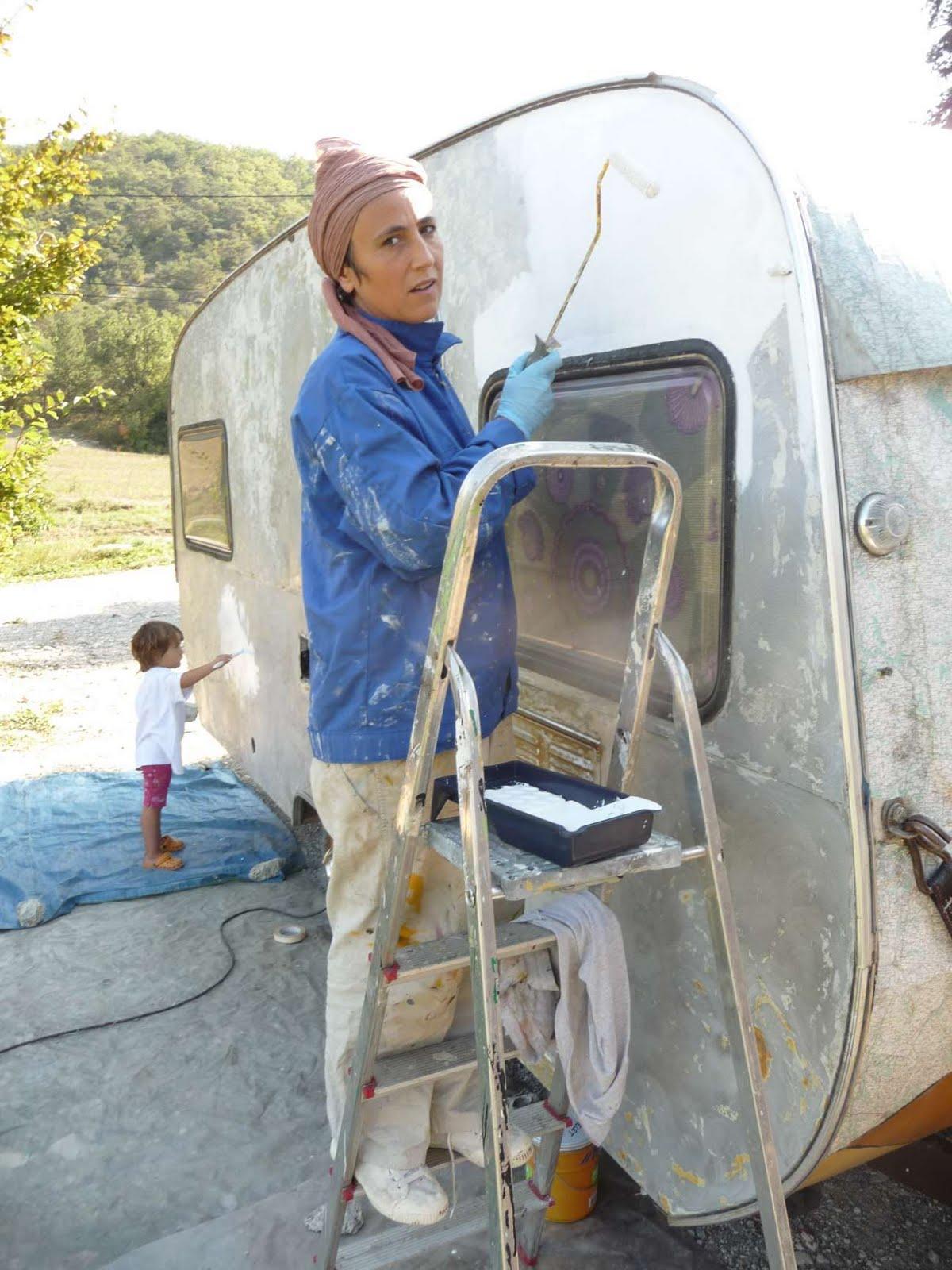 Atelier des zarkyroul restauration de la caravane pon age - Peindre une caravane ...