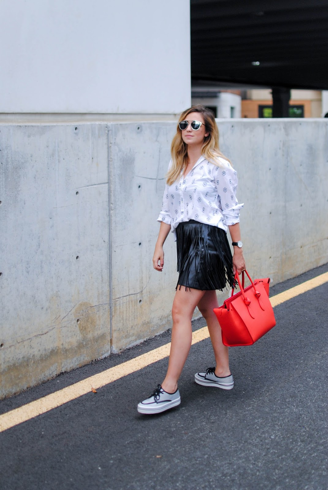 daniel wellington, style, blogger, fringe, leather, loft, 1.state, skirt, sneakers, platform, dolce vita, button down, black and white outfit, celine