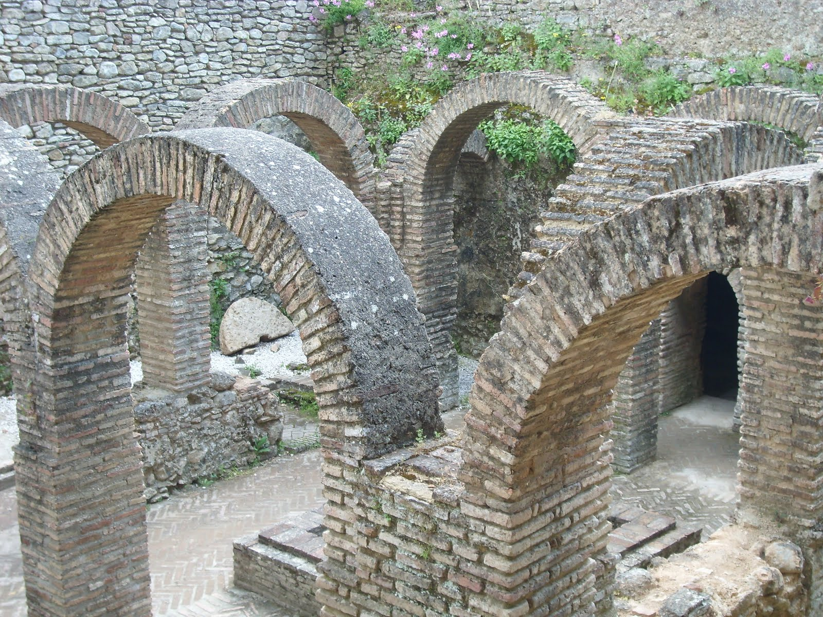 Baños Arabes De Ronda:de época musulmana siglos xiii xiv d c es el mejor conservado en la