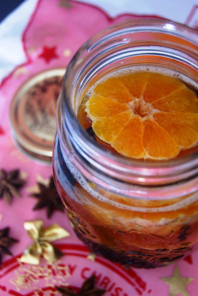 Nalewka korzenna, likier korzenny, nalewka mandarynkowa, nalewka na święta, prezenty własnoręcznie wykonane, aromatyczne święta, rozgrzewająca nalewka